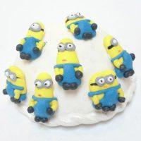 mala-jestiva-secerna-figurica-malci-minions-torta-cupcake-muffin-dekoracija-jestiva-secer-sveisvasta
