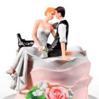 mladenci-vjencanje-ukras-torta-sjede-wedding-topper-sveisvasta