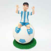 nogometas-na-lopti-ukras-jestiva-secerna-dekoracija-nogomet-torta-rodjendan-sveisvasta (2)